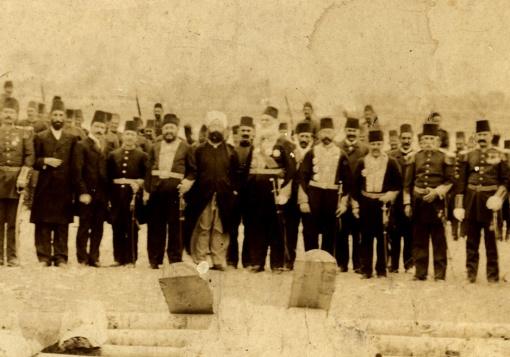 Le grand-père de S. Joukhadar avec un officiel ottoman, 1908.